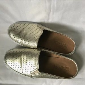 Kenneth Cole Reaction Shoes - Kenneth Cole Reaction Gold Slip-on Loafers 6.5